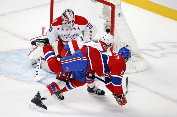 Max Pacioretty plonge pour donner la victoire au Canadien en prolongation. (PHOTO ROBERT SKINNER, LA PRESSE)