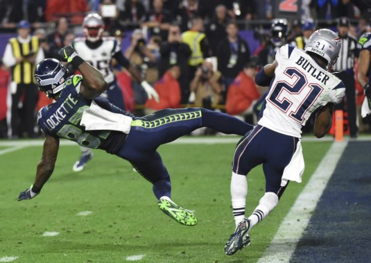 Malcolm Butler (21) et Ricardo Lockette (PHOTO TIMOTHY A. CLARY, AGENCE FRANCE-PRESSE)