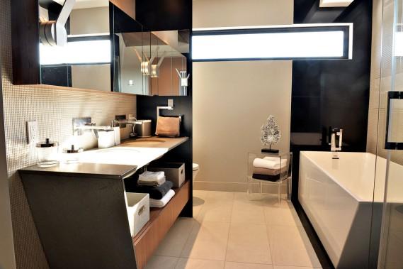 Maison expo habitat 2015 plus compacte mais toujours for Nouvelle tendance salle de bain 2015