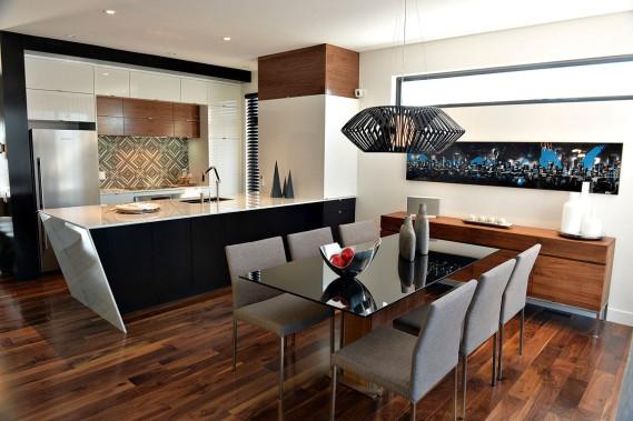 L'îlot de marbre en angle est la pièce maîtresse de la cuisine. (Le Soleil, Patrice Laroche)
