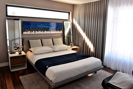 La chambre principale affiche un style hôtel-boutique, dans un camaïeu de beiges élégant et sophistiqué. (Le Soleil, Patrice Laroche)