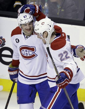 Dale Weise célèbre son but avec Max Pacioretty. (PHOTO STEVEN SENNE, AP)