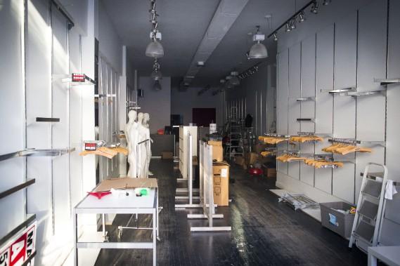 Le magasin de sous-vêtements Karmel & cie, en activité depuis 1950, est déménagé, laissant l'espace à louer. (PHOTO MARTIN TREMBLAY, LA PRESSE)