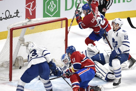 Le but de Brendan Gallagher avec Alex Galchenyuk des <span>Canadien</span> devant Jonathan Bernier, Trevor Smith et Stephane Robidas des Maple Leafs. (Photo Bernard Brault, La Presse)