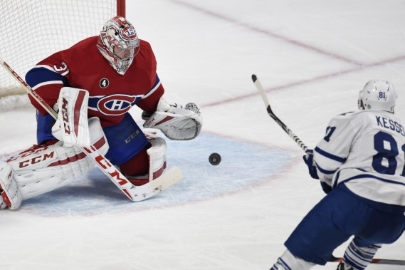Carey Price face à Phil Kessel, en deuxième période. (Photo Bernard Brault, La Presse)