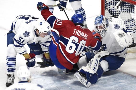 Christian thomas devant Jonathan Bernier et Jake Gardiner des Maple Leafs. (Photo Bernard Brault, La Presse)