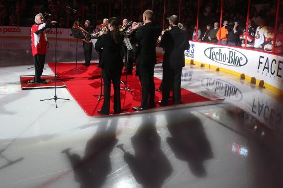 Les hymnes nationaux étaient interprétés par des musiciens de l'orchestre du CNA, sous la direction de Pinchas Zukerman. (Patrick Woodbury, LeDroit)