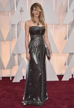 Laura Dern a osé avec cette robe d'Alberta Ferreti. Comme plusieurs invitées, l'actrice de [italique]Wild[normal] a choisi une tenue aux couleurs métalliques. ()