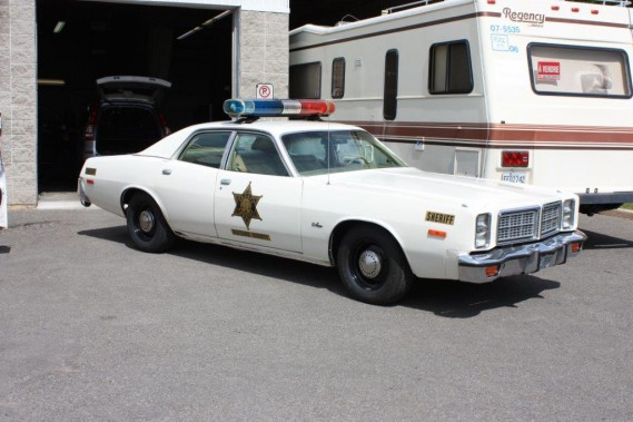 <strong>Les voitures de films et de séries télévisées</strong>- Une voiture de shérif (Dodge Monaco 1977) de <i>Shérif, fais-moi peur</i> (Photo fournie par Simon Jourdain)