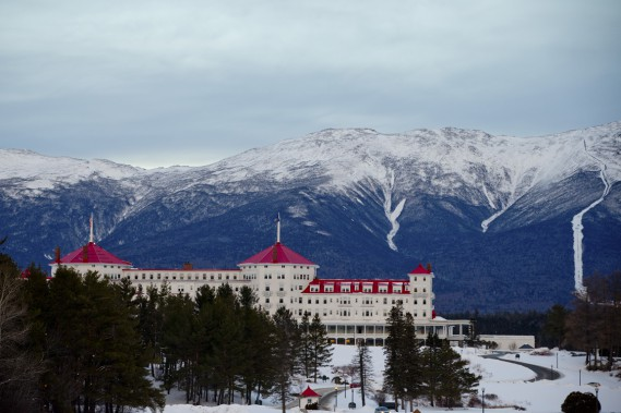 L'Omni Mount Washington Resort de Bretton Woods, et son emblématique toit rouge, offre une vue imprenable sur le mont Washington. (Photo David Boily, La Presse)