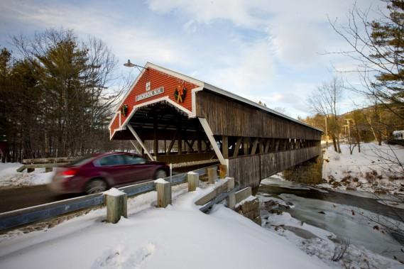 Le pont couvert de Jackson, construit en 1876, n'offre qu'une seule voie. (Photo David Boily, La Presse)