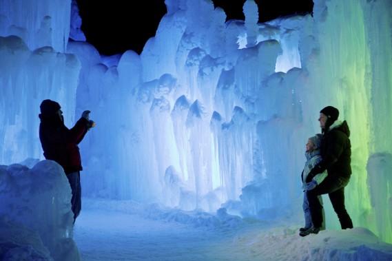Les Ice Castles proposent de Lincoln sont composés de 64 structures qui s'élèvent jusqu'à 25 pieds. (Photo David Boily, La Presse)