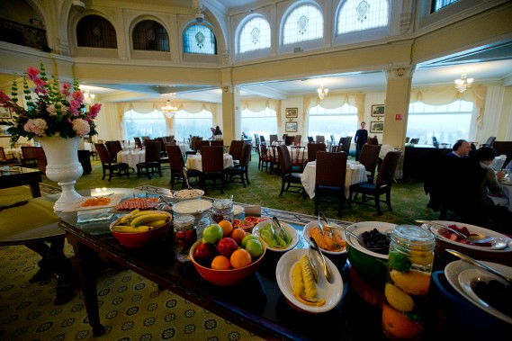 La salle à manger principale de l'Omni Mount Washington Resort, où l'on sert le délicieux buffet-déjeuner. (Photo David Boily, La Presse)