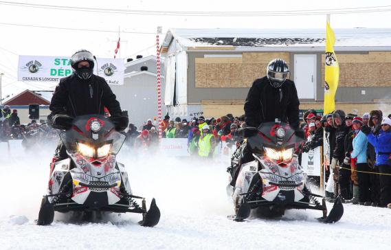 Joël Couture (à gauche) et Luc Bourgault, au départ de l'Aventure de Caïn 2014. Le duo québécois sera contraint à l'abandon dès le lendemain. (Photo fournie par L'Aventure de Caïn)