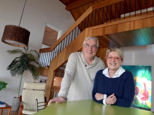Les propriétaires Michel Pelletier et Marie-France Miller habitent la maison de Charlesbourg depuis près de cinq ans. (Le Soleil, Erick Labbé)