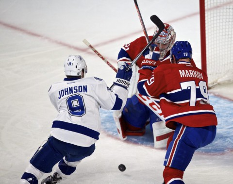 Tyler Johnson menace le filet du Canadien. (André Pichette, La Presse)
