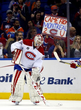 Dustin Tokarski est salué lors de la période de réchauffement d'avant-match par des amateurs venus encourager le Canadien. (Photo Andy Marlin, USA Today)