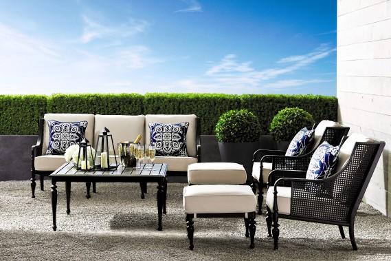 Le style sophistiqué de la collection Bridgetown. L'armature de cet ensemble jardin est résistante à la rouille. (Photo fournie par La Baie d Hudson)
