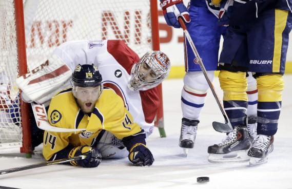 Mattias Ekholm s'est retrouvé en-dessous de Carey Price après avoir marqué son but, en 1re période. (AP)