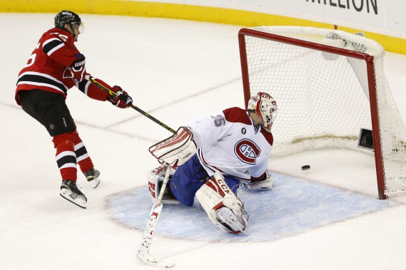Patrik Elias (photo) et Jacob Josefson ont déjoué Dustin Tokarski en tirs de barrage. (Photo Julio Cortez, AP)