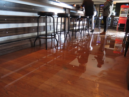 Le bar Le Réservoir a été inondé. ()