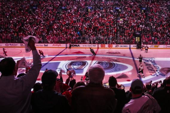 La foule se fait entendre avant le début du match. (Patrick Woodbury, LeDroit)