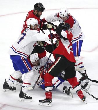 La tension était palpable au Canadian Tire Centredès les premières minutes du match. (Reuters)