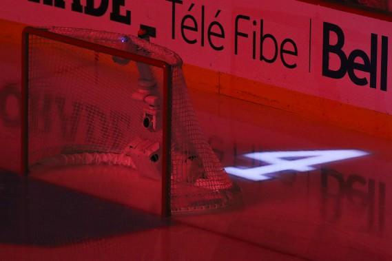 Le souvenir de Jean Béliveau est bien apparent avant le match. (Patrick Woodbury, LeDroit)