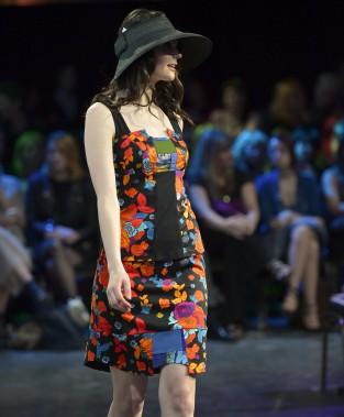 Le premier des grands défilés du Festival Québec Mode soulignait en grand les 20 ans de la griffe écolo-chic de Québec Myco Anna. (Le Soleil, Yan Doublet)