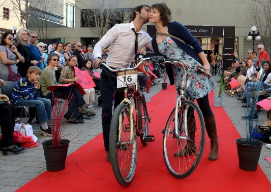 Alexandre Bonton et Catherine Boisclair d'Accès transports viables (Le Soleil, Erick Labbé)