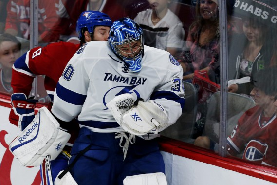 Ben Bishop met Brandon Prust en échec. (PHOTO OLIVIER JEAN, LA PRESSE)