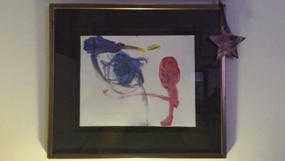 Je suis une maman bien sûr, mais aussi une grand-maman et c'est à ce titre que je vous envoie la photo d'un dessin fait par mon petit-fils Raphaël Garon, qui a eu trois ans. Dans son dessin, je vois un oiseau, un nid, une fleur et un papillon. Je l'ai encadré et c'est mon sourire du réveil. L'étoile dans le coin droit du cadre a été découpée à partir du... ()