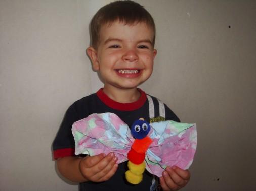Difficile de choisir le plus «beau» bricolage de mon fils parmi tous ceux que je garde précieusement. Puis, je me suis souvenu de ce papillon coloré qu'Étienne m'a offert alors qu'il avait deux ans. Il était tellement fier de son travail et heureux de me faire plaisir que j'avais immortalisé le moment sur photo.-<strong><i>Marie-France Drouin-L.</i></strong> ()