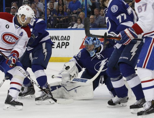 Le gardien Ben Bishop bloque un tir de Tomas Plekanec avec son bouclier. (Photo Kim Klement, USA Today)