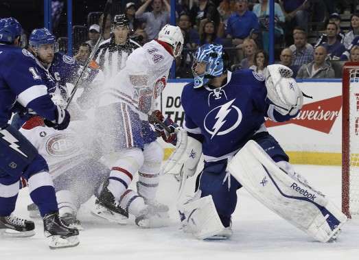 La mêlée éclate devant le gardien Ben Bishop. (Photo Kim Klement, USA Today)