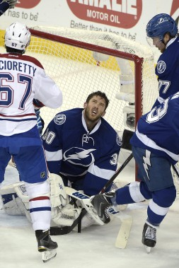 Le gardien Ben Bishop perd son masque lors d'une incursion offensive du Canadien. (Photo Phelan M. Ebenhack, AP)