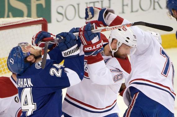 Ryan Callahan est frappé au visage par le bâton d'Andrei Markov. (Photo Phelan M. Ebenhack, AP)