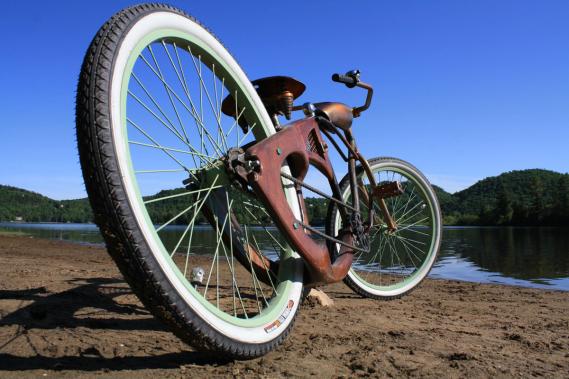 Les vélos de Woodcycles Lesage, comme le Hell Bike, sont faits de merisier laminé, plus solide que le bois massif. (Photo fournie par Stéfan Lesage)