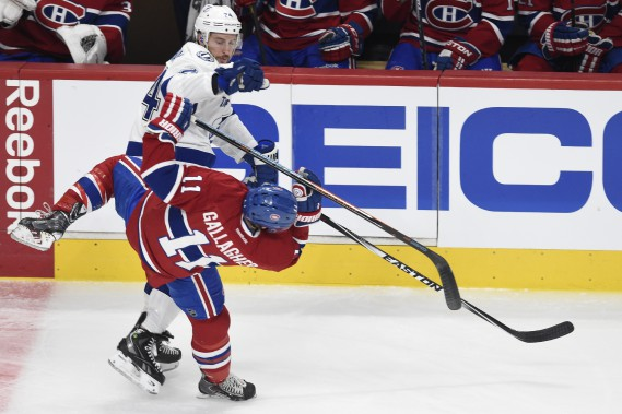 Brendan Gallagher est solidement mis en échec par Ryan Callahan (PHOTO BERNARD BRAULT, LA PRESSE)