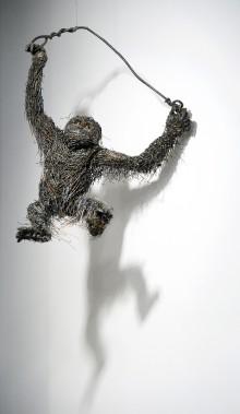 <em>Orang-Outang</em>, 2014, fil d'acier soudé, Galerie Lacerte (Le Soleil, Jean-Marie Villeneuve)