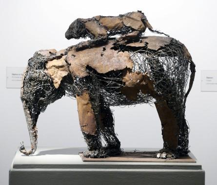 <em>Éléphant et Tigre</em>, 2014, fil d'acier soudé, galerie Lacerte (Le Soleil, Jean-Marie Villeneuve)