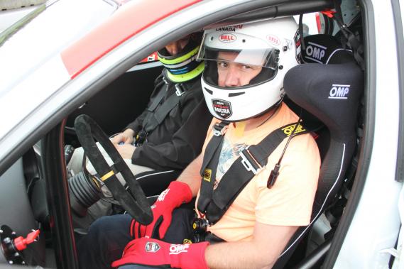 Notre collaborateur Éric LeFrançois a fait l'essai de la Nissan Micra de course, la semaine dernière à Mont-Tremblant. (Photo Bruno Dorais, fournie par Nissan Canada)