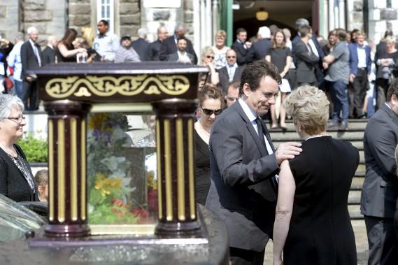 Pierre Karl Péladeau, le chef du Parti québécois et actionnaire de contrôle de Québecor, et la femme d'Albert Ladouceur, Céline Beaudet (Le Soleil, Jean-Marie Villeneuve)