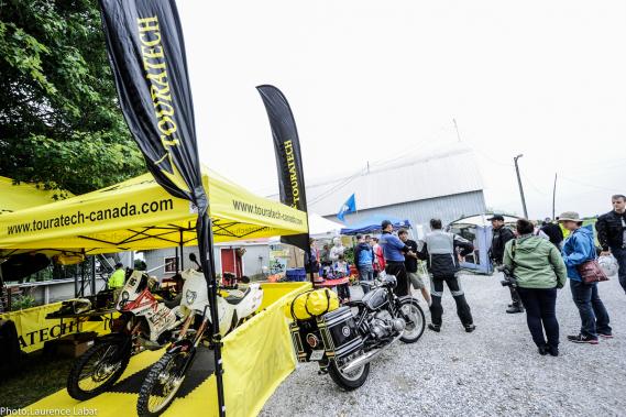 Plusieurs concessionnaires et fournisseurs de pièces et accessoires participent à la Brocante moto. (Photo fournie par la Brocante moto)