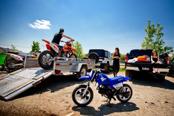 Le motocross peut s'avérer une activité familiale agréable. (Photo Marco Campanozzi, La Presse)