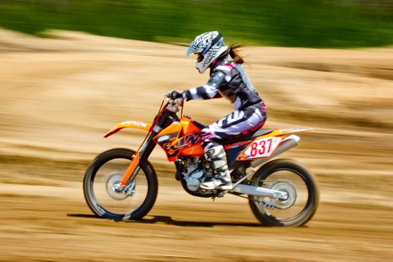 Malgré tous les efforts déployés pour rendre sa pratique sécuritaire, le motocross demeure un sport extrême, avec les risques de blessures qui y sont associées. (Photo Marco Campanozzi, La Presse)