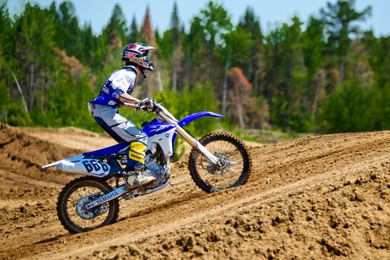 Parmi les gens qui louent des motocross, on trouve souvent des motocyclistes qui veulent goûter à la sensation de rouler hors piste ou s'exercer en vue de l'achat d'une moto aventurière. (Photo Marco Campanozzi, La Presse)