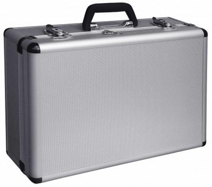 La mallette: pour le papa en affaire. Ce coffre à outils est fait en aluminium robuste. Sous sa couverture rutilante, il offre un espace pour usages multiples. 47,99 $ chez RONA ()
