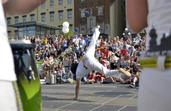 Danse, cirque, chant et mets de plusieurs pays ont marqué cette journée courue dans les jardins de l'Hôtel-de-Ville. (Le Soleil, Yan Doublet)