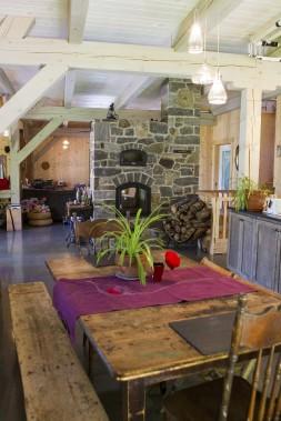Jumelé au plancher radiant, le foyer de masse chauffe la maison au complet pendant la saison froide. (Le Soleil, Caroline Grégoire)